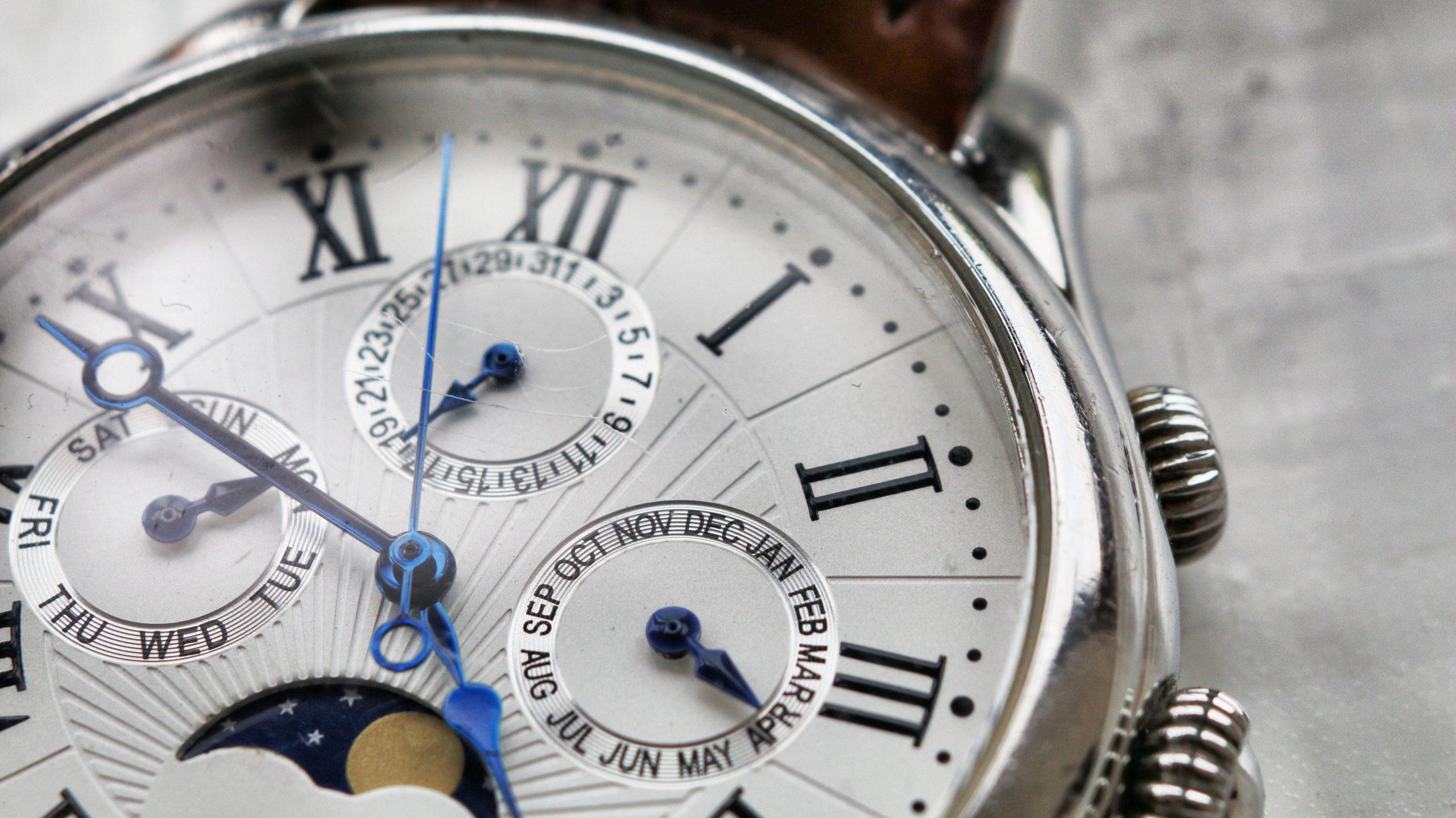 Clock face depicting meeting minutes
